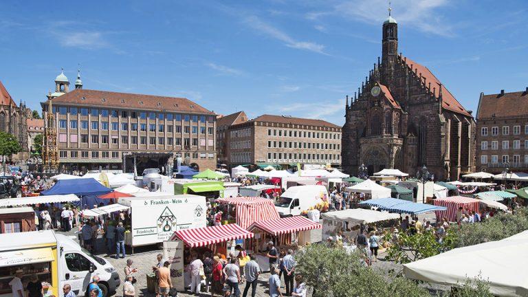 Die Bauernmarktmeile am Hauptmarkt in Nürnberg