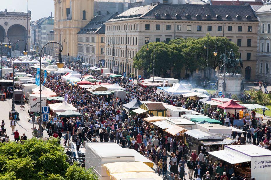 Die Stände der Bauernmarktmeile auf Odeonsplatz und Luitpoldstraße